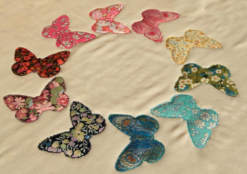 Pattern butterfly ring raw edge applique quilt block or pillow